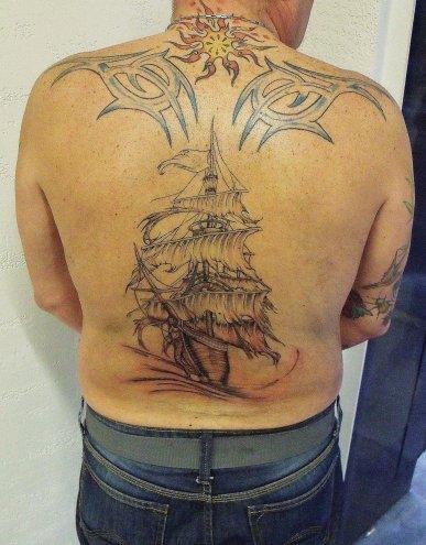 tatouage navire pirate blog de arts skad tattoo. Black Bedroom Furniture Sets. Home Design Ideas